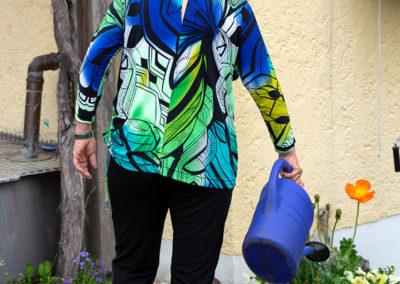 Buntes Jersey Shirt mit schönen Details, wie Schlitz am hinteren Halsausschnitt ,,,
