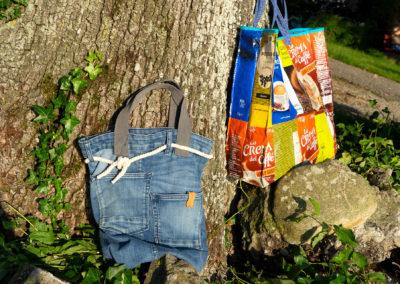 Upcycle-Taschen aus alten Jeans und Patchwork aus Kaffeetüten
