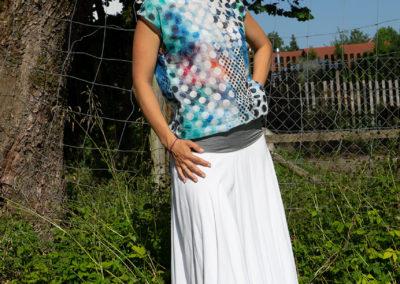 Tellerrock aus Baumwollcrepe mit breitem Jerseybund | Bluse aus feinem Baumwollbatist