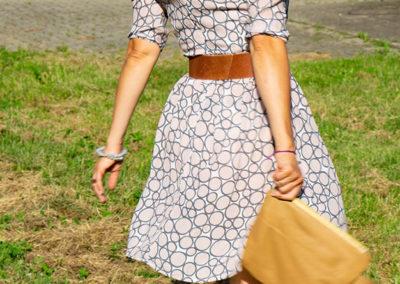 Sommerkleidchen aus fließender Viscose | Clutch ist ein Upcycleteil aus einem alten Ledermantel
