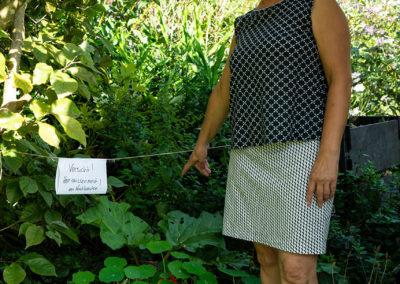 """ärmelloses Shirt: Frau Lizzie via Makerist. Feine Wäschespitze ziert den Ausschnitt  schmaler Rock: Ottobre 02/16 Modell """" Pixel"""" - zusammen getragen schwarz weiß im Mustermix – sehr gelungen!"""