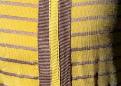 Detail Jerseykleid: aufeinander genähte Ripsbänder