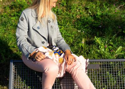 Detail Blazer aus Sweatshirtstoff: aufgenähte Glitzersteine