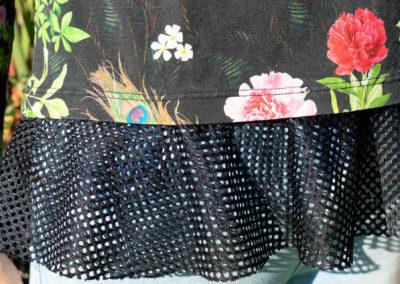 Detail: Shirt mit Volant aus Netzstoff, Schnitt: Ottobre 2/2015