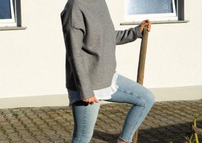 Pulli mit Stehkragen grau, Schnitt von Stoff & Stil