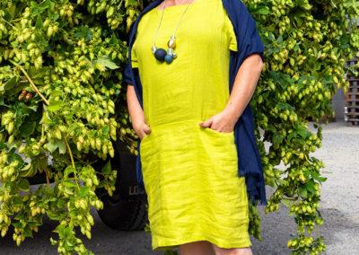 "Leinenkleid in ""Hopfengrün"", Grundschnitt: ""Art Teacher! Ottobre 5/2014, Ausschnitt: Modell Emily aus La Maison Victor 03/2019"