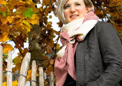 Schurwolle mit Wildleder-Imitat und Borte