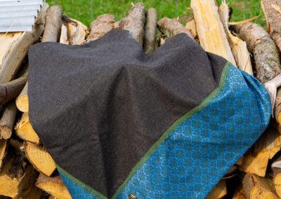 Tuch aus Schurwolle/Kaschmir und Dirndlstoff (Baumwolle)