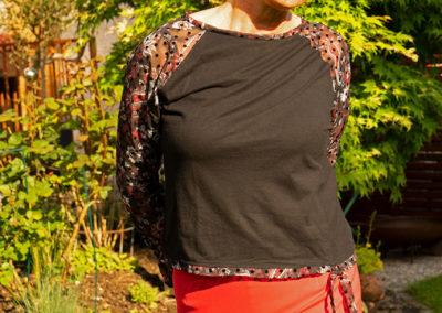 Schwarzes Jerseyshirt mit Organzaärmeln, Raglanschnitt Fashion Style 04/2016