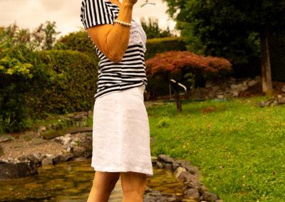 Streifenshirt aus Viskosejersey mit weißer Spitze